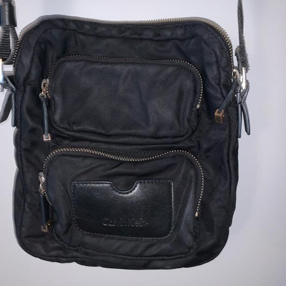 🤍 Calvin Klein black cross body purse